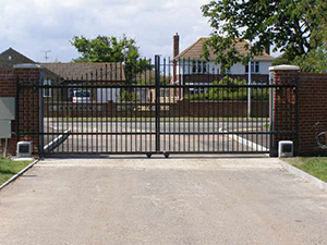 Double sliding electric gates
